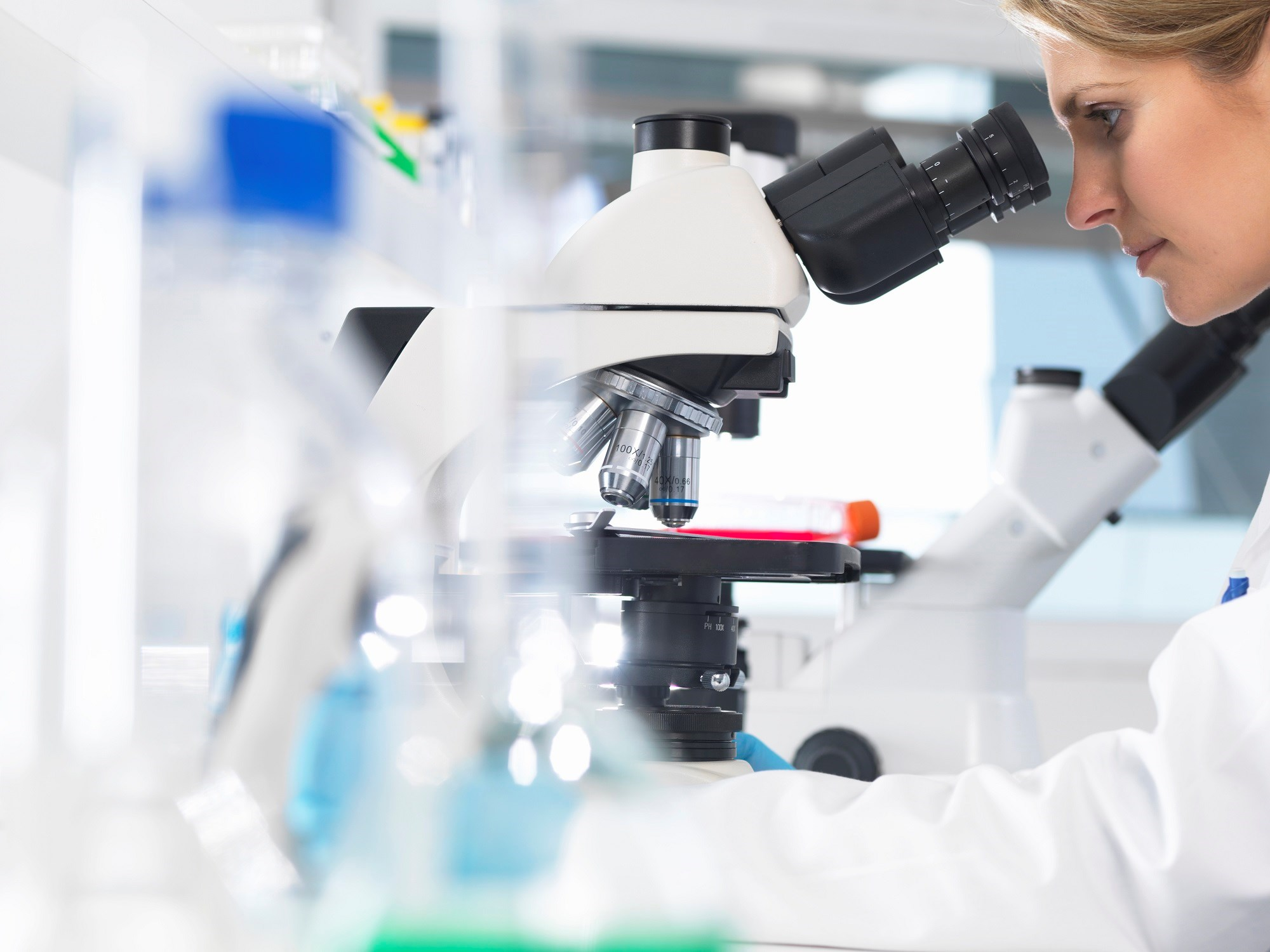 Trials Supporting FDA Approval of Breakthrough Drugs Examined