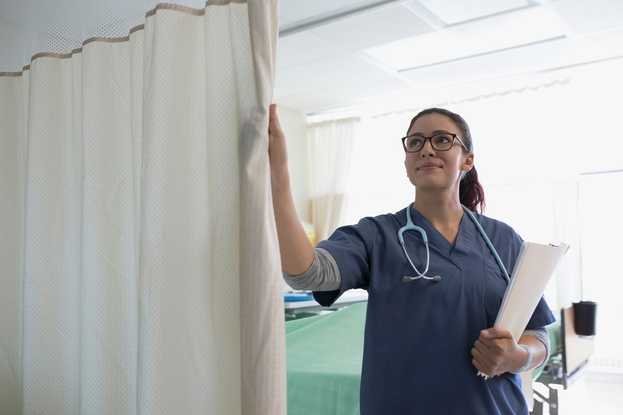Curtains surrounding patient beds become progressively contaminated with bacteria.